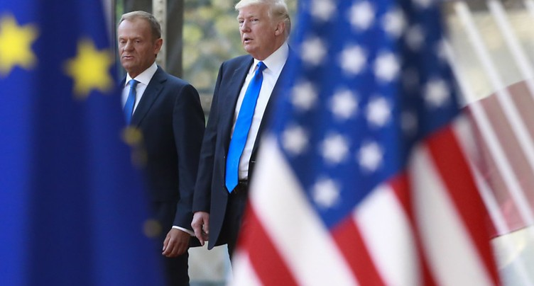 Trump reçu à Bruxelles par les dirigeants de l'UE, Tusk et Juncker