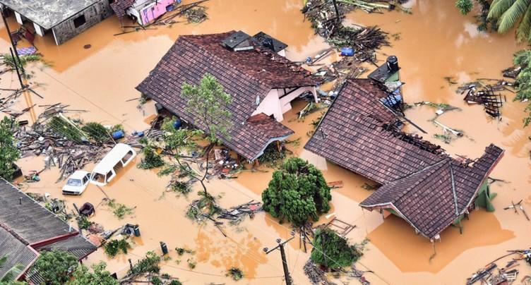 Au moins 91 morts dans des inondations et glissements de terrain