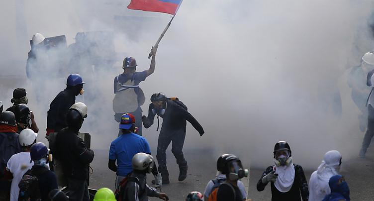 L'opposition vénézuélienne défie l'armée, soutien du président