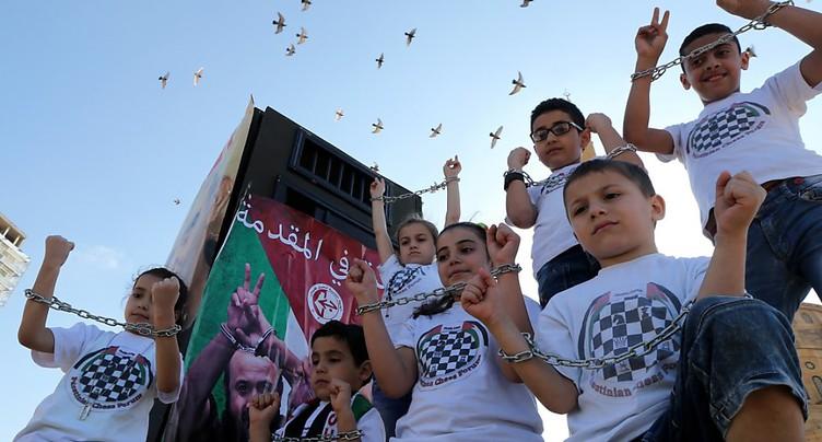 Les prisonniers palestiniens arrêtent leur grève de la faim