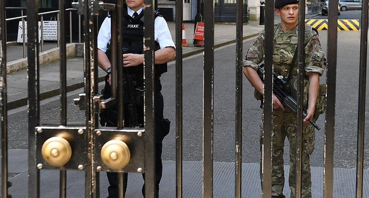 Londres abaisse le niveau d'alerte grâce aux progrès de l'enquête