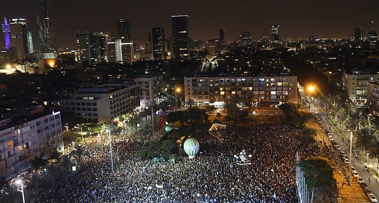 Des milliers d'Israéliens manifestent pour la solution à deux Etats