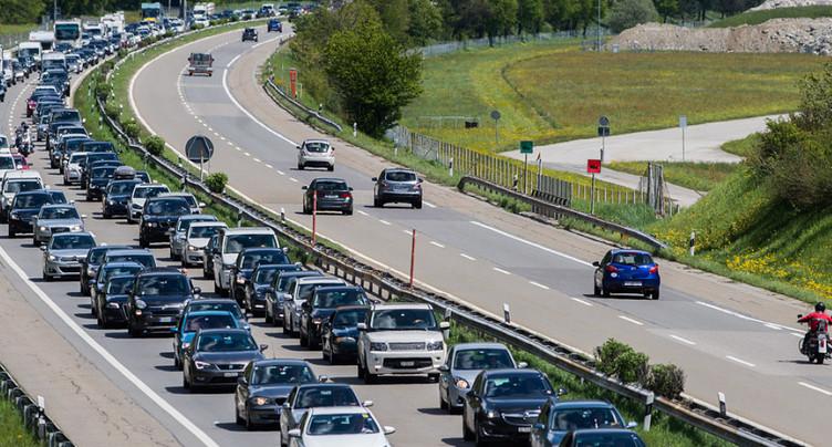 Des files de voitures commencent à se former au sud du Gothard