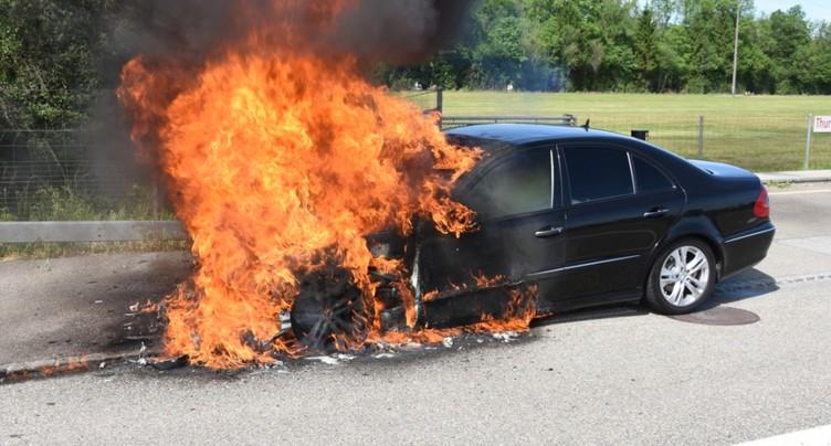 Il confond l'essence et le diesel: sa voiture part en fumée