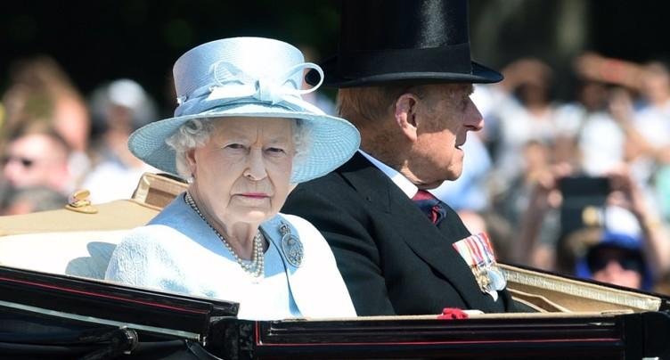 L'humeur britannique est sombre, mais résolue, dit Elizabeth II