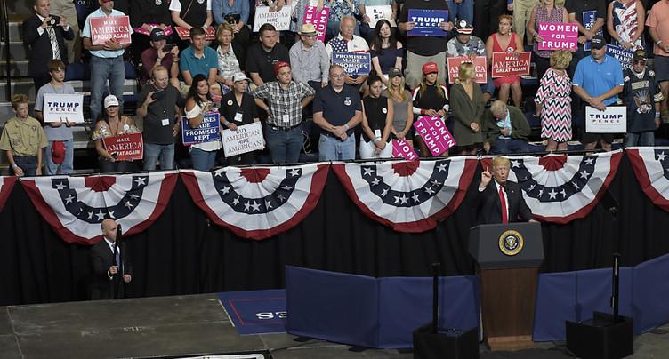 Sous les critiques à Washington, Trump renoue avec ses partisans