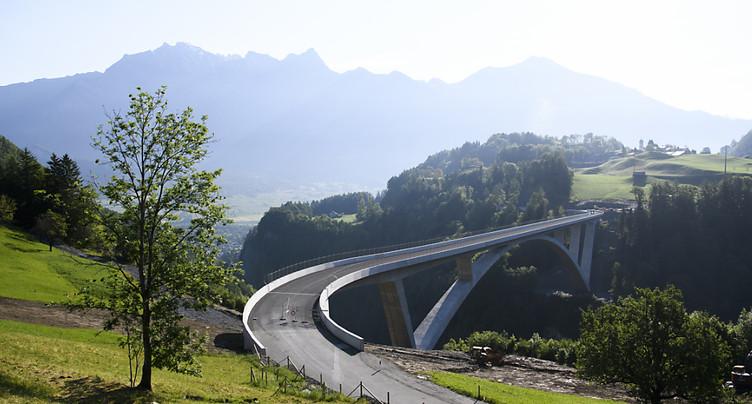 Ouverture au trafic du plus grand pont en arc de Suisse à Pfäfers