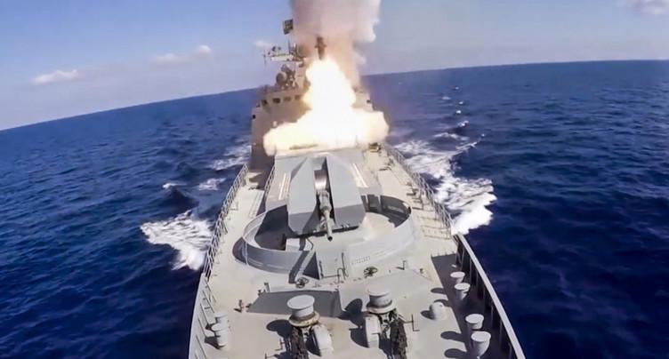 Tirs de missiles russes sur des positions de l'EI en Syrie