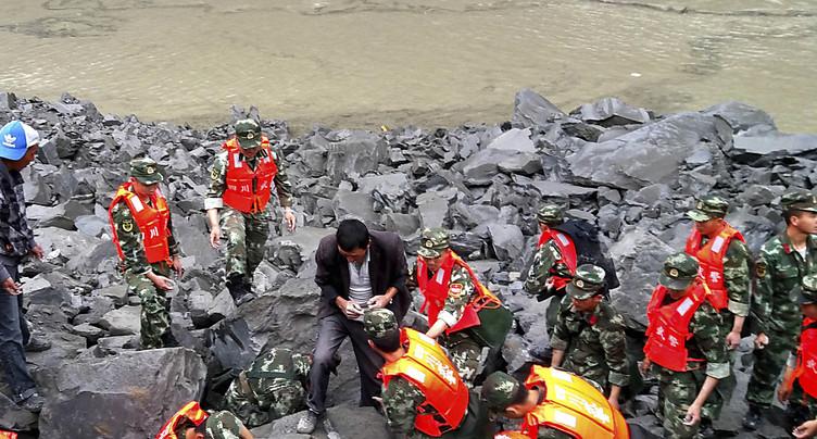 Eboulement en Chine: 3 survivants et 15 corps retrouvés