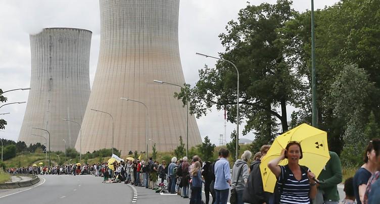 Chaîne humaine pour réclamer l'arrêt de centrales nucléaires belges