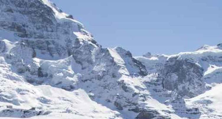 Deux alpinistes japonais décèdent suite à une chute au Mönch