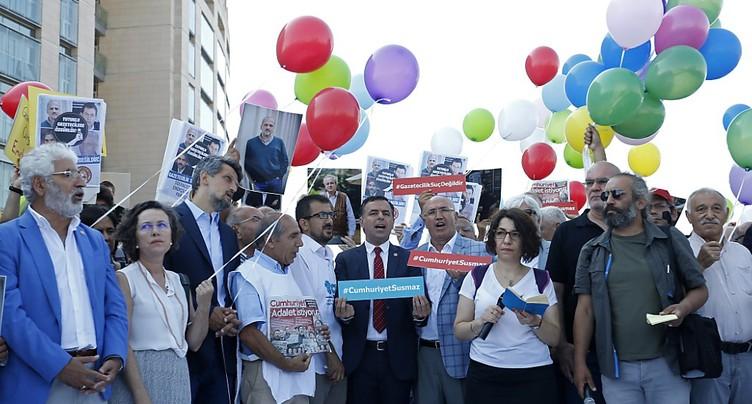 Début du procès de reporters du journal d'opposition turc Cumhuriyet