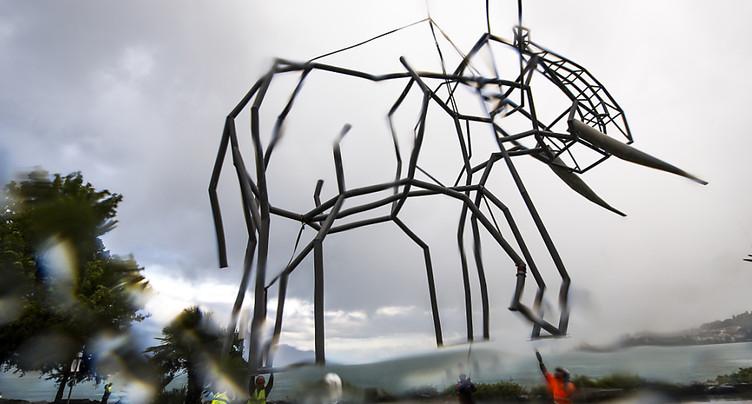 Un éléphant atterrit sur les quais de Montreux