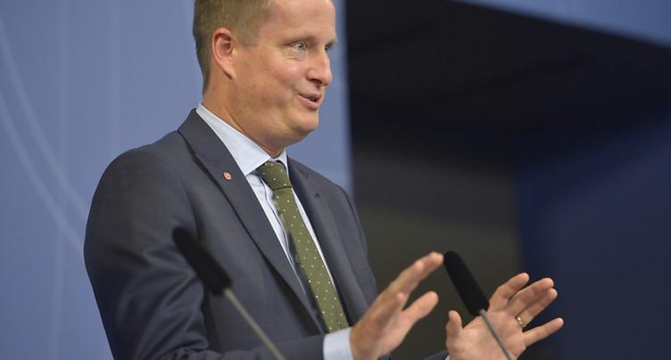 Le premier ministre contraint de remanier son gouvernement