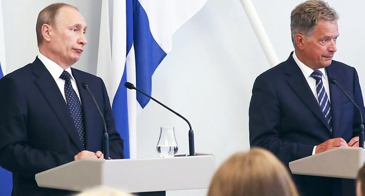 Sanctions: Poutine promet une réponse à l'« insolence » américaine