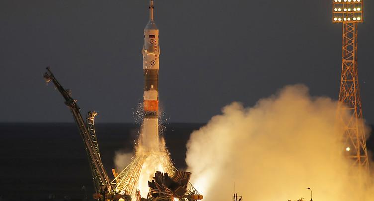 Une fusée Soyouz s'envole vers l'ISS avec trois spationautes