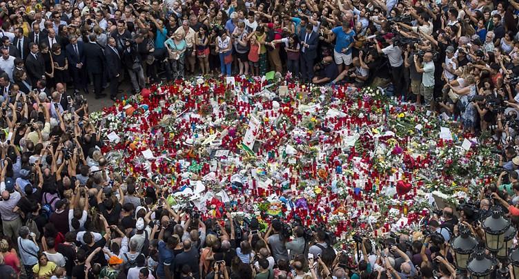 Barcelone se recueille après les attentats