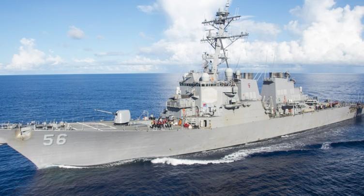 Un destroyer américain entre en collision avec un navire marchand