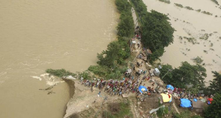 Plus de 800 morts dans les inondations en Asie du Sud
