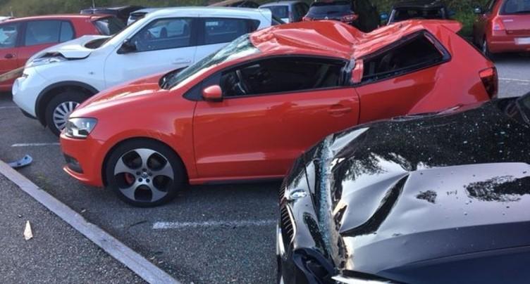 Du matériel de chantier tombe sur un parking, blessant une personne