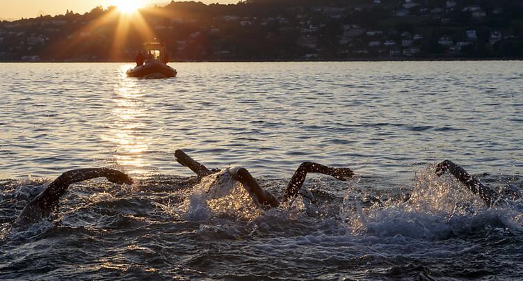 Près de 40 policiers genevois traversent le lac à la nage