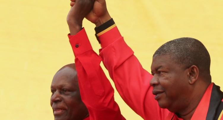 Les Angolais choisissent un successeur au président dos Santos
