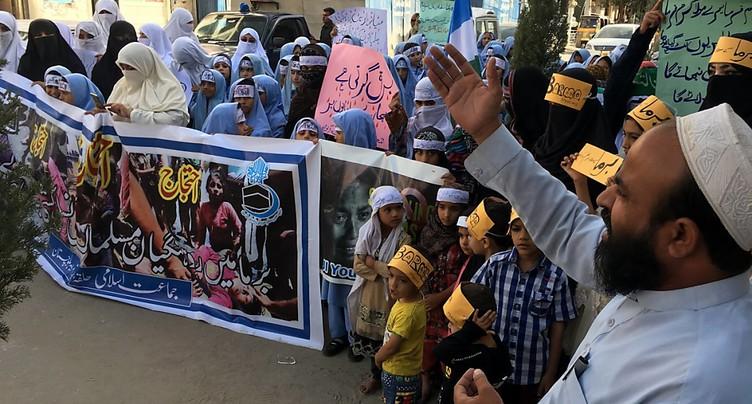 Bangladesh: Des milliers d'islamistes manifestent leur soutien aux Rohingyas