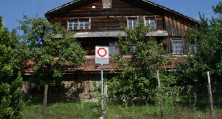 La justice bloque la démolition d'une maison en bois de 700 ans