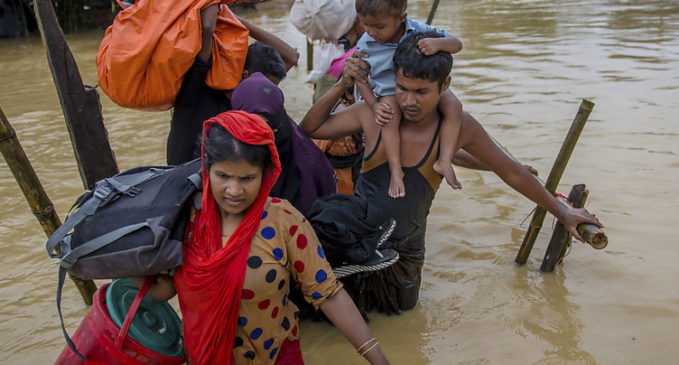 Rohingyas: le Bangladesh déploie l'armée à des fins humanitaires