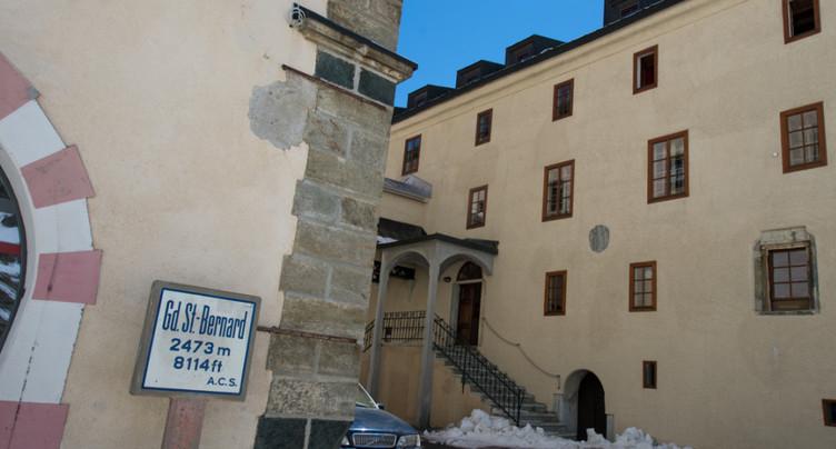 Les chanoines scrutent le ciel depuis deux siècles au St-Bernard