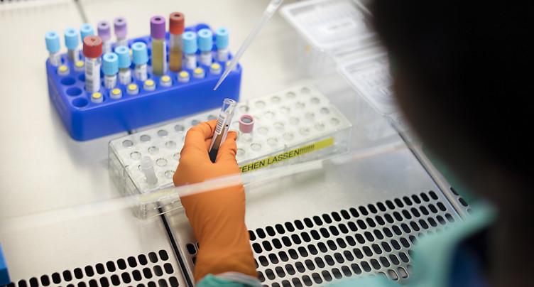 Création d'un triple antiviral efficace contre le virus du sida