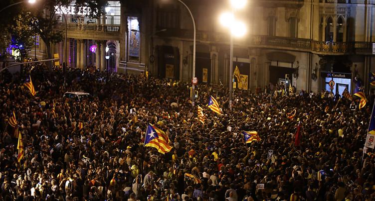 Des milliers de personnes manifestent encore à Barcelone