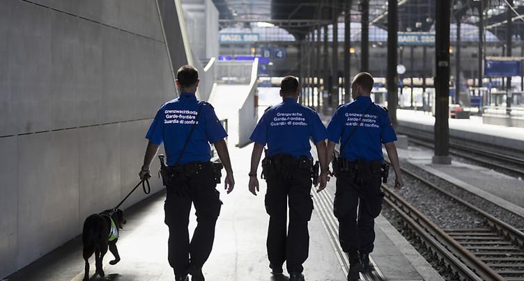 La Suisse devrait contribuer à une sécurité accrue des frontières extérieures de Schengen