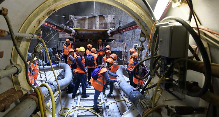 Des visiteurs découvrent des chantiers CFF sur l'arc lémanique