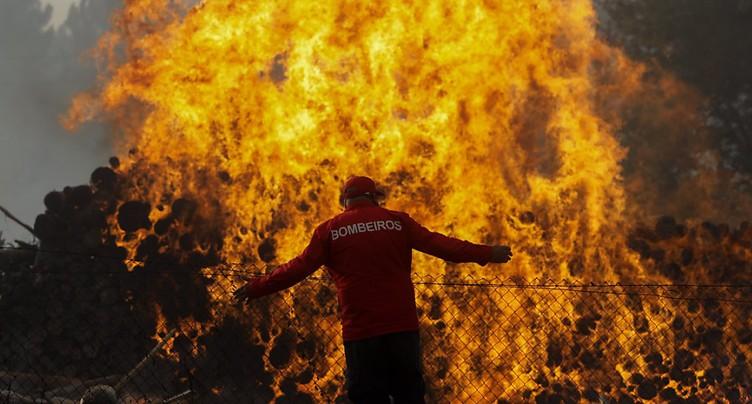 Au moins neuf morts dans les incendies au Portugal et en Espagne