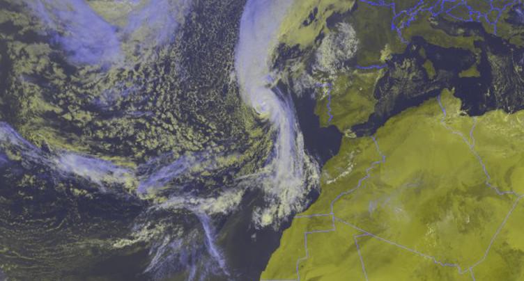 Alerte rouge et écoles fermées en Irlande face à la tempête Ophelia