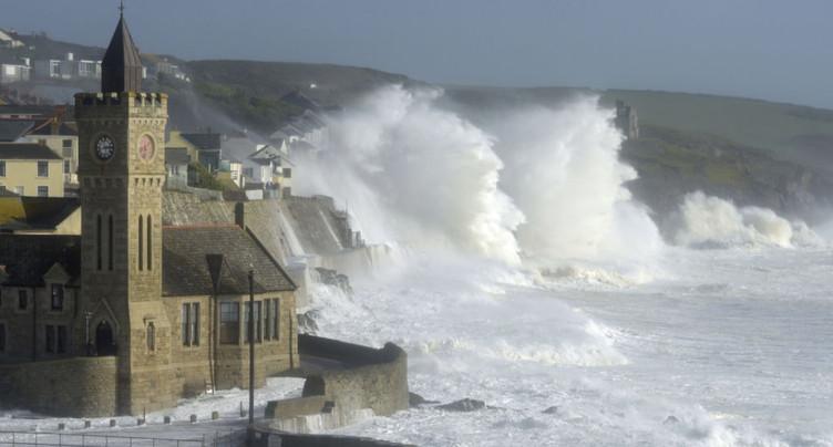La tempête tropicale Ophelia s'éloigne de l'Irlande: trois morts