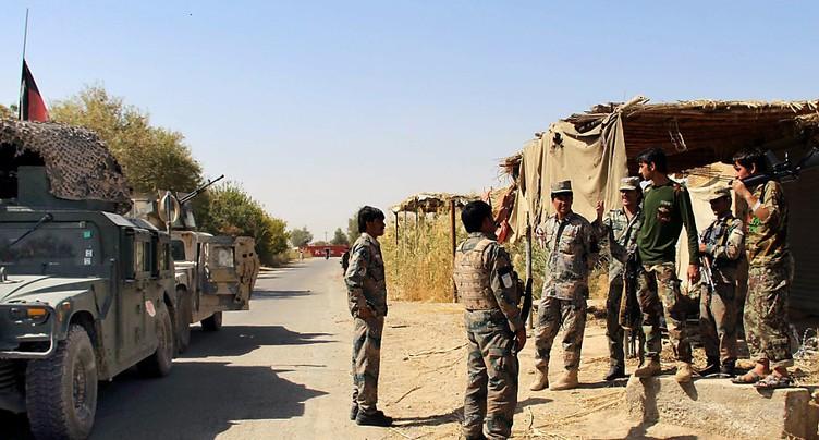 Attaque d'une base militaire afghane: des dizaines de soldats tués