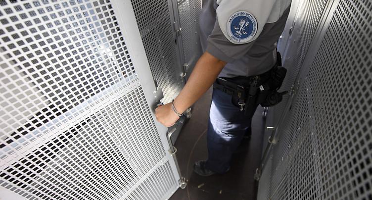 Rattrapé après 15 ans de cavale, il ressort vite de prison