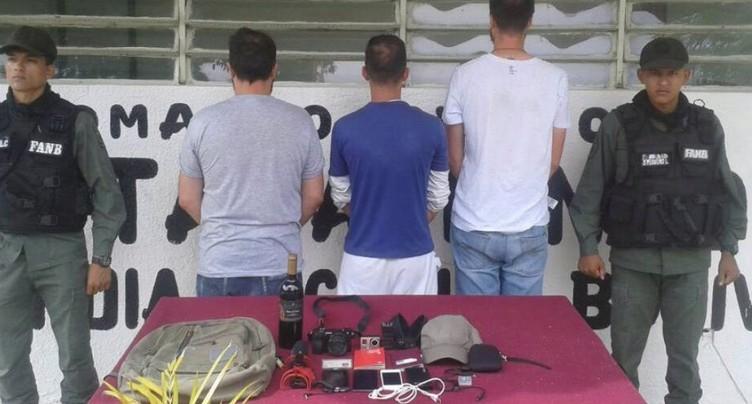 Le reporter suisse arrêté début octobre dénonce l'inaction de Berne