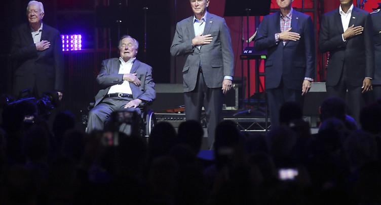 Cinq anciens présidents des Etats-Unis à un concert de charité
