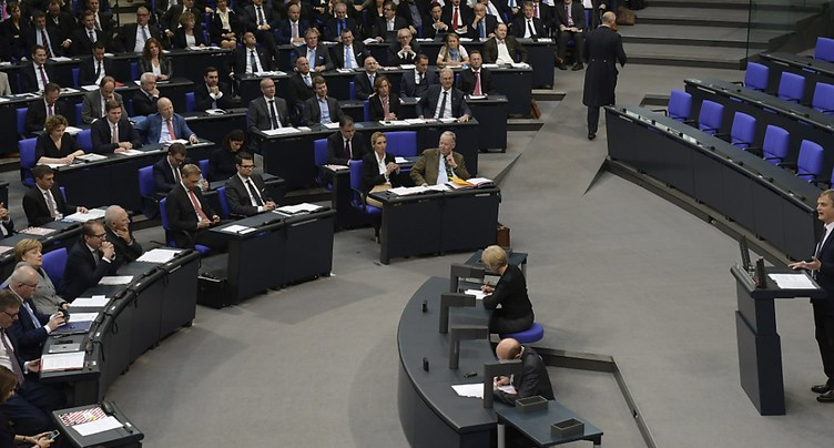 Entrée tonitruante de l'AfD au Bundestag, Schäuble plébiscité