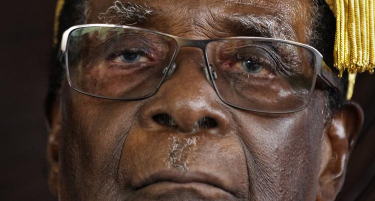 Robert Mugabe exclu du parti au pouvoir au Zimbabwe