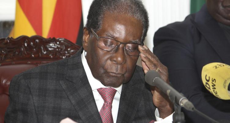 La menace d'une destitution se précise pour Robert Mugabe