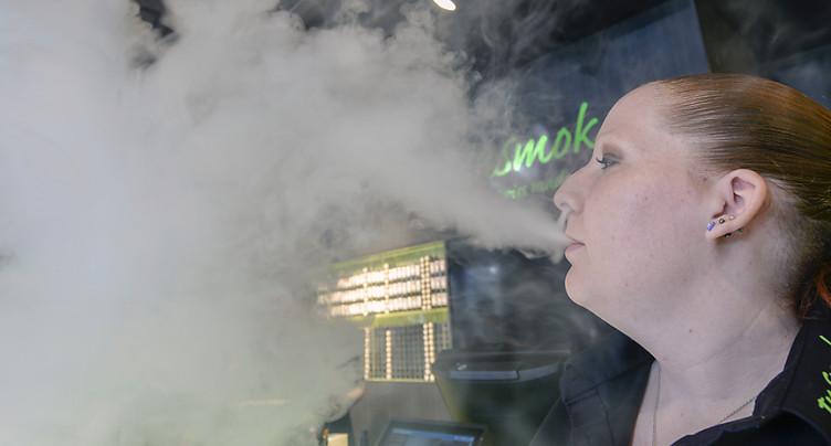 Les professionnels des addictions veulent promouvoir l'e-cigarette