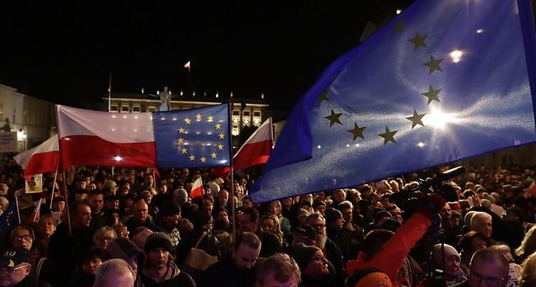 Des milliers de Polonais manifestent contre les réformes de la justice
