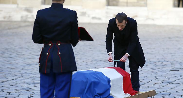 Macron fait l'éloge du bonheur en hommage à Jean d'Ormesson