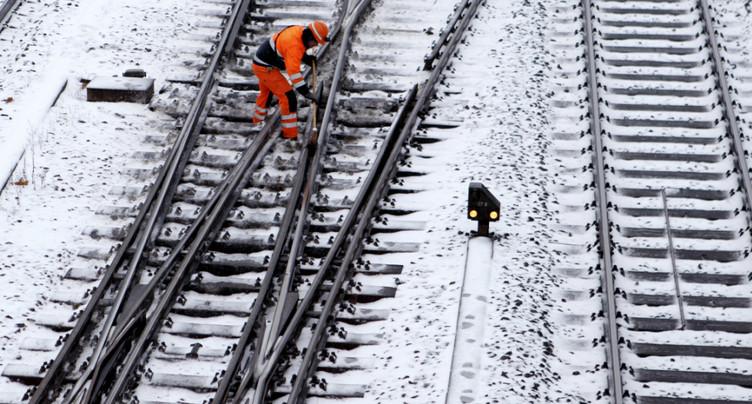 Neige et glace perturbent le trafic routier, ferroviaire et aérien