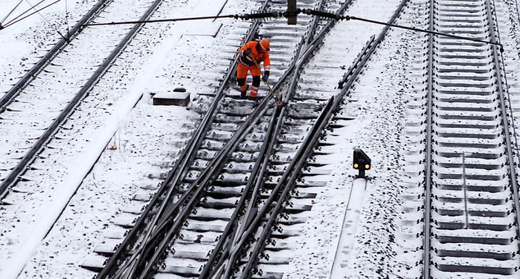 Routes et rails bloqués: des passagers CFF passeront la nuit à Bex