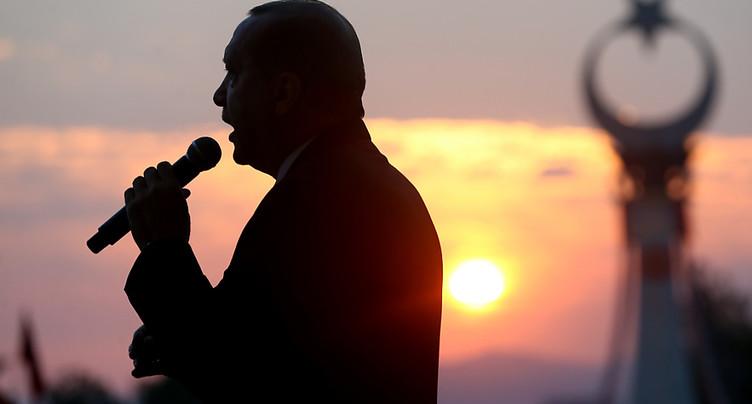 Putsch manqué: prison à vie requise pour des journalistes